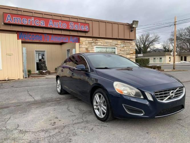 2012 BLUE VOLVO S60 T5 (YV1622FS3C2) with an 2.4L engine, Automatic transmission, located at 2514 Williamson Rd NE, Roanoke, VA, 24012, (540) 265-7770, 37.294636, -79.936249 - Photo #0
