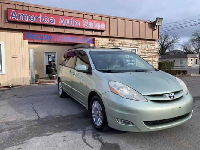 2007 GREEN TOYOTA SIENNA XLE (5TDZK22C07S) with an 3.5L engine, Automatic transmission, located at 2514 Williamson Rd NE, Roanoke, VA, 24012, (540) 265-7770, 37.294636, -79.936249 - Photo #0